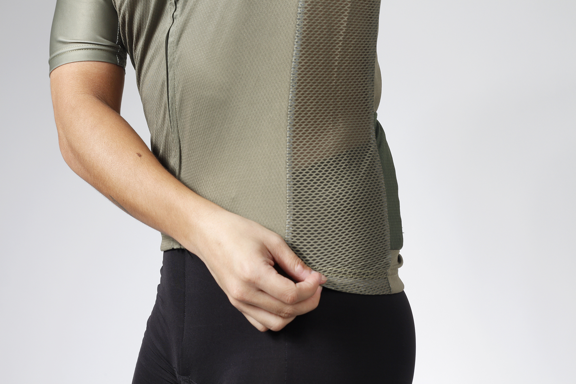 Mesh side panels of Ciclo Olive Endurance jersey