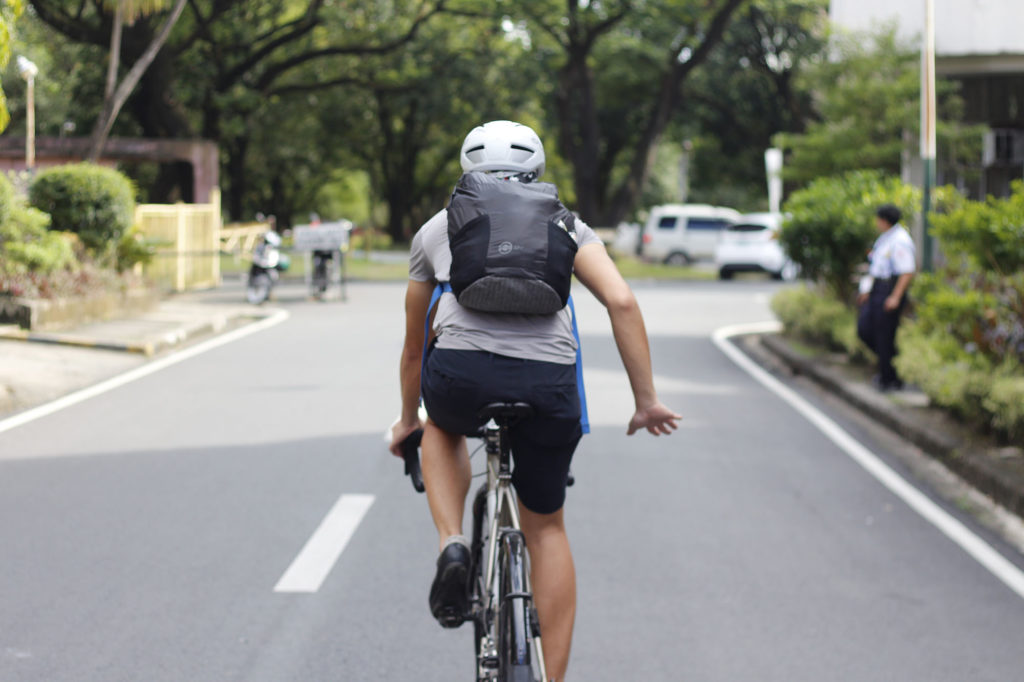 Slowing down cycling hand signal